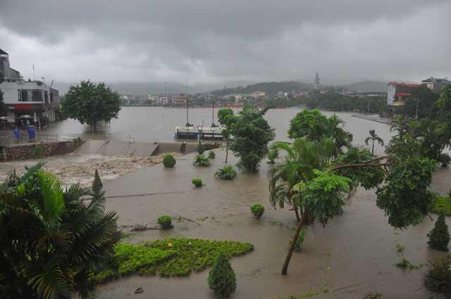 Toàn bộ thành phố ngập trong biển nước