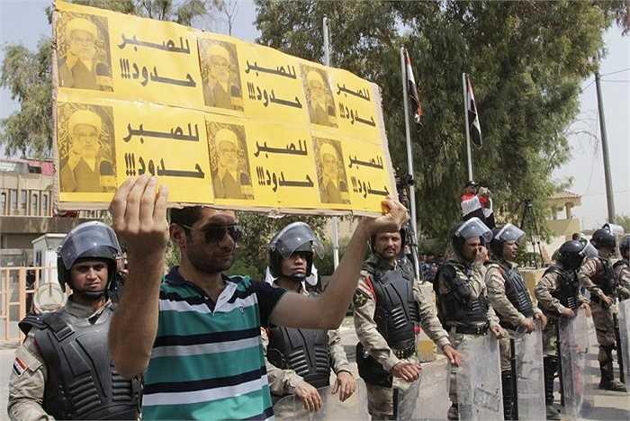 Ngày 1/8, hơn 600 người dân Iraq biểu tình phản đối việc cắt điện, nước ở tỉnh Basra