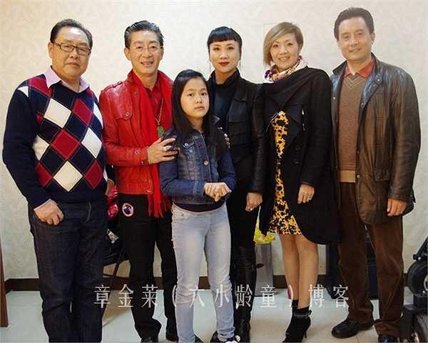 Thường Thanh (Bạch thử tinh) - thứ hai từ phải sang, từng sinh sống tại Hà Lan, cùng con gái đã tham gia giao lưu với đoàn phim xưa năm 2013.