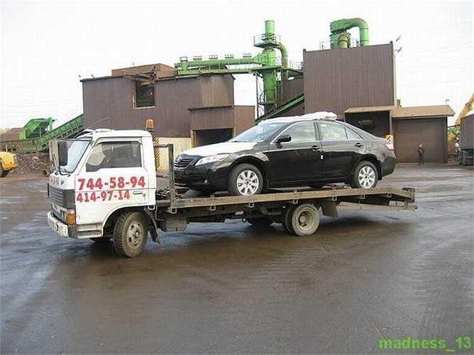 Chiếc xe Camry màu đen còn mới nguyên này là tang vật trong vụ nhập lậu ô tô vào Nga qua đường biển.