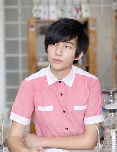 Trang cá nhân của Lý Hoành Ngị có hơn 2,3 triệu người theo dõi và có fanclub riêng.