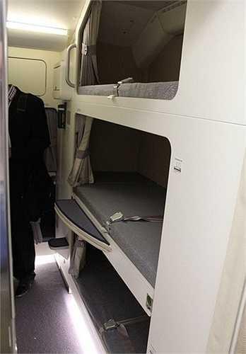 Một số máy bay khác có giường tầng, giống như chiếc máy bay Airbus A380 của Malaysia này.