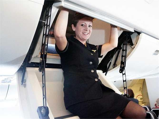 Nhưng một số buồng nghỉ có thể được dẫn lối lên từ một cửa hầm bí mật ở trên đầu, ví dụ như chiếc Boeing 773 của American Airline.