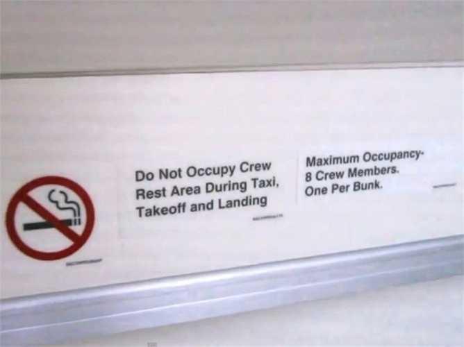 Tại khu vực này, các thành viên của phi hành đoàn vẫn phải tuân thủ mọi nội quy nghiêm ngặt, trong đó không được hút thuốc lá, không ở trong buồng khi máy bay đang cất cánh hạ cánh.