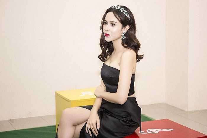 Ngắm Lưu Hương Giang ngày càng sành điệu và xinh đẹp, trẻ trung.