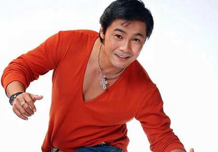 Anh sở hữu nhiều cổ phần của những công ty bất động sản lớn, trong đó phải kể đến công ty Khang Điền do anh trai Lý Hùng là Lý Điền Sơn sáng lập.