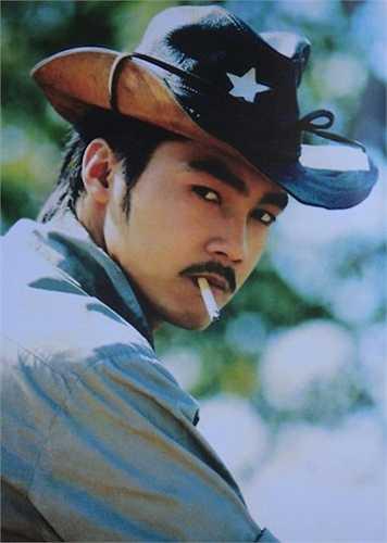 Từng có thời gian khá dài hoạt động nghệ thuật nhưng chỉ tới khi vào vai Phạm Công trong bộ phim cổ trang Phạm Công - Cúc Hoa, Lý Hùng mới chiếm trọn được trái tim của khán giả.