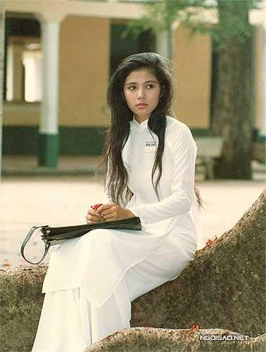 Những năm 90, nếu như Diễm Hương được xưng tụng là 'Đệ nhất mỹ nhân', Việt Trinh cũng không kém cạnh về nhan sắc, mức độ nổi tiếng và sức lan tỏa đến công chúng.