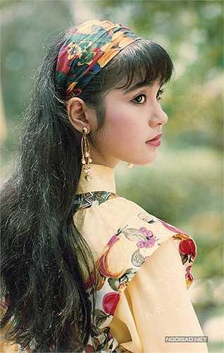 Sự nổi tiếng giúp Việt Trinh đổi đời, nhưng chị không quên gốc gác, xuất thân là một cô bé nghèo của mình. Việt Trinh thừa nhận, khi đang ở đỉnh cao của sự nghiệp, chị thường lui tới những nơi sang trọng, xa hoa... nhưng trong tâm hồn chị lúc nào cũng cảm nhận mình vẫn là một cô gái quê.