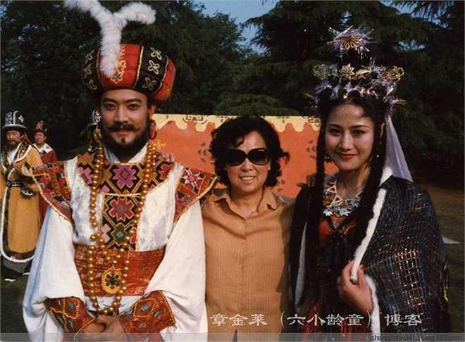 Nam diễn viên tốt nghiệp Học viện sân khấu Thượng Hải. Sau vai diễn trong Tây Du Ký, Cung Minh một lần nữa xuất hiện trong chương trình chào xuân mới 1987 Tề Thiên Lạc cùng đoàn phim, sau đó ông mất liên lạc.
