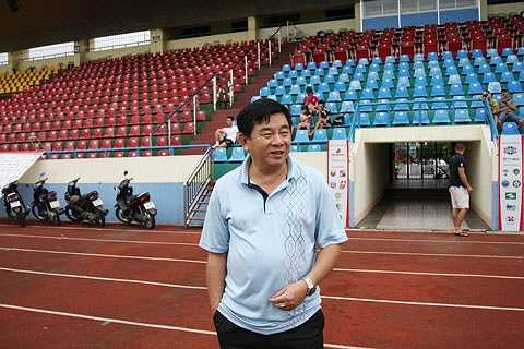 Phó trưởng BTC giải Nguyễn Văn Mùi có mặt tại Cẩm Phả từ chiều ngày 3/8 và theo đánh giá của ông thì mặt sân Cẩm Phả đã đảm bảo chất lượng cho trận đấu ngày 5/8.
