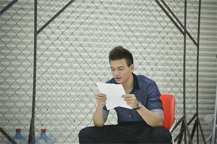 Không chỉ có chiều cao tốt (1m83), đang học về kịch và điện ảnh, Xuân Tiền có thể nhập vai nhanh khi tham gia diễn thử cùng Xuân Lan trong một tình huống của phim.