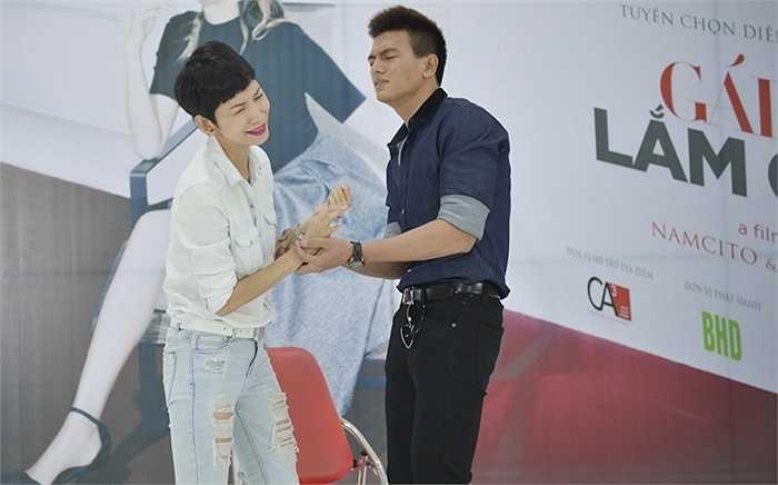 Dù chưa có cơ hội tham gia các bộ phim lớn, nhưng Xuân Tiền tỏ ra khá tự chủ trong các diễn biến tâm lý khi đối diện cùng người mẫu có khá nhiều kinh nghiệm diễn xuất.