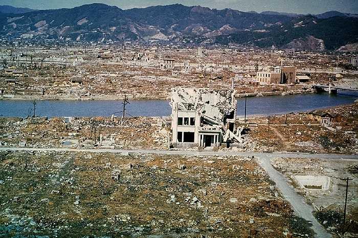 11h2' ngày 9/8, chỉ 3 ngày sau, Mỹ tiếp tục ném quả bom thứ 2 mang tên 'Fat Man' xuống thành phố Nagasaki, giết chết 40,000 người. Hình ảnh màu cho thấy Hiroshima 6 tháng sau ngày hứng chịu thảm họa