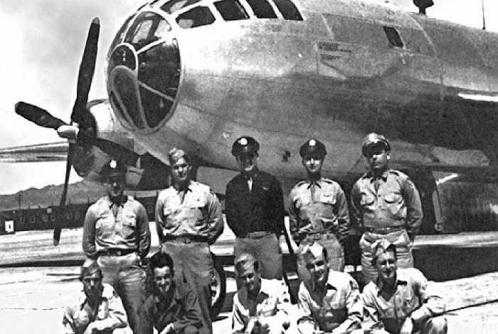 Hình ảnh phi hành đoàn trên máy bay'Fat Man' ném quả bom thứ 2 xuống Nagasaki