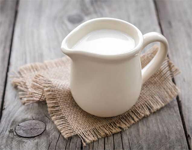 Tăng cân: Những người uống sữa nguyên kem và sữa được lấy từ bò tiêm hormone có thể trở nên béo phì và họ không hiểu nguyên nhân béo phì là từ đâu. Béo phì là nguyên nhân của nhiều bệnh như vô sinh.