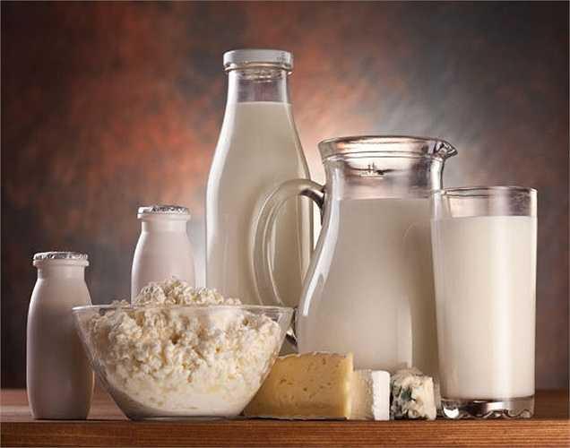 Kháng sinh dùng cho bò sữa bị bệnh, được bài tiết vào sữa bò mà chúng ta tiêu thụ. Các kháng sinh này tự nhiên được nạp không cần thiết vào cơ thể, sẽ không tốt, vì nếu bạn bị nhiễm trùng do vi khuẩn, các kháng sinh sẽ không hiệu quả do vi khuẩn có sức đề kháng.