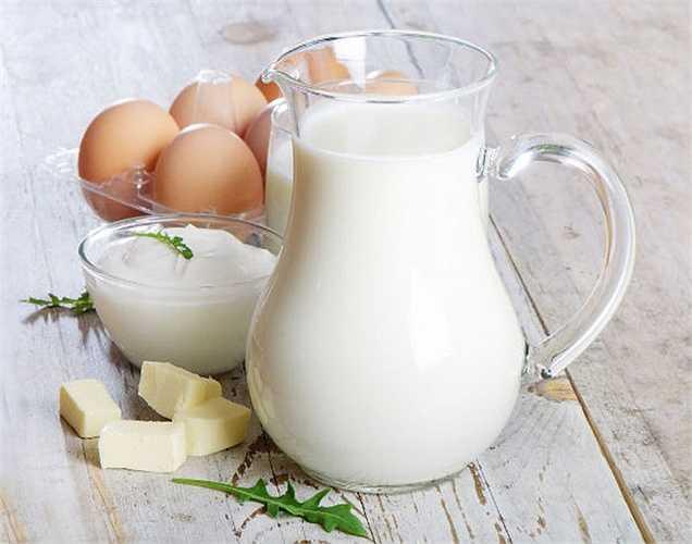 Ung thư tuyến tiền liệt: Cũng giống như bệnh ung thư buồng trứng, hormone tiêm vào bò sữa có thể làm tăng nguy cơ ung thư tuyến tiền liệt ở nam giới. Vì vậy, nên giảm lượng sữa ít hơn 2 phần mỗi ngày.