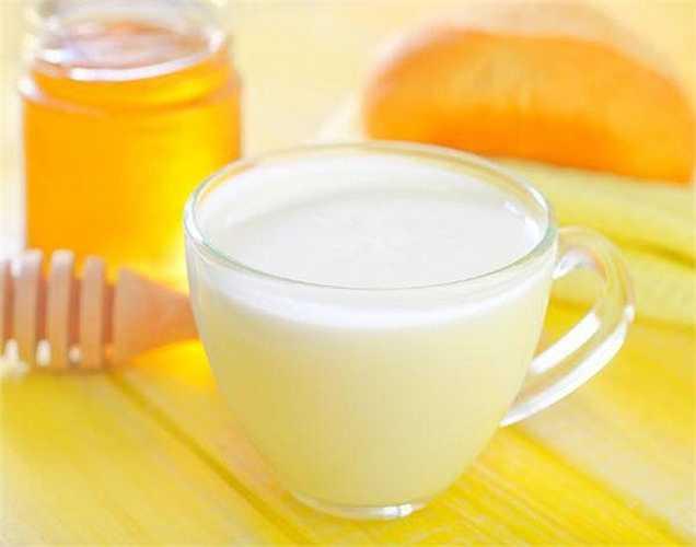 Sốc phản vệ: Một số trẻ em uống sữa có thể dị ứng. Dị ứng này có thể nghiêm trọng và thậm chí gây ra sốc phản vệ có thể dẫn đến tử vong hoặc tàn tật. Vì vậy, mua sữa cho trẻ thì nên cẩn thận với sữa giả.