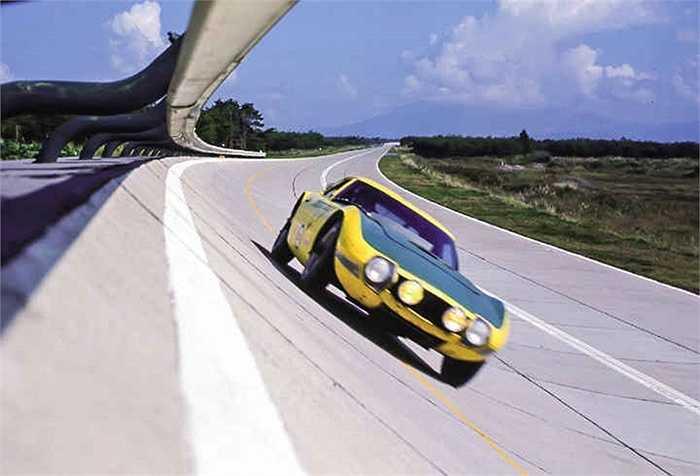 Năm 1963, chiếc xe thể thao 2000GT đầu tiên của Toyota tham dự giải đua F1.