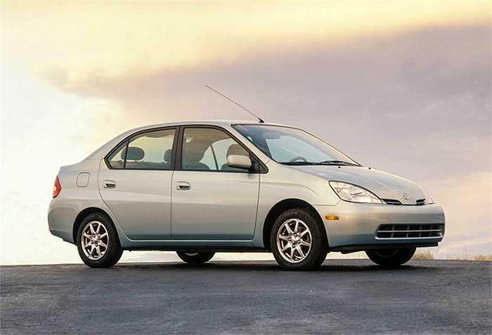 Prius - xe hybrid đầu tiên của Toyota được sản xuất hàng loạt, và chỉ đúng 10 năm sau khi ra mắt (1997), đến năm 2007 Toyota đã bán được hơn 1 triệu chiếc.