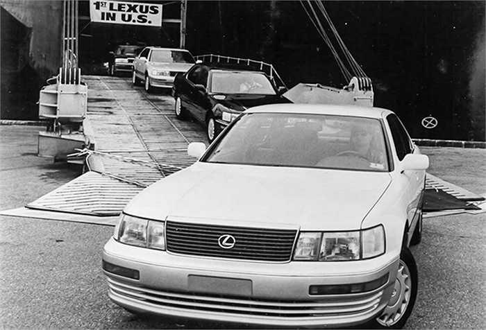 Có tất cả 450 nguyên mẫu được sản xuất để xây dựng nên thương hiệu Lexus như ngày nay. Trong đó, có 50 nguyên mẫu được làm bằng đất sét.