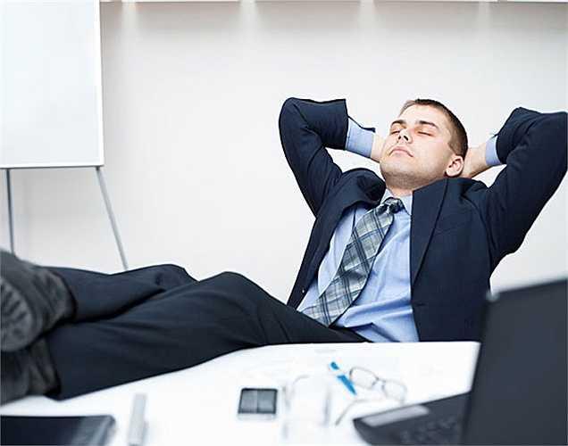 Mệt mỏi: Nếu bạn cảm thấy mệt mỏi mọi đó là một trong những dấu hiệu có chất độc trong cơ thể. Các độc tố trong cơ thể làm cho bạn căng thẳng và điều này gây ra mệt mỏi.