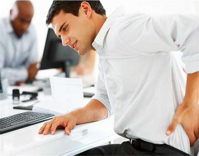 Đau người: Đôi khi, bạn có thể cảm thấy kiệt sức và đau nhức cơ thể nghiêm trọng. Đau không lý do thì nguyên nhân chính là những thứ độc hại tích tụ trong cơ thể của bạn