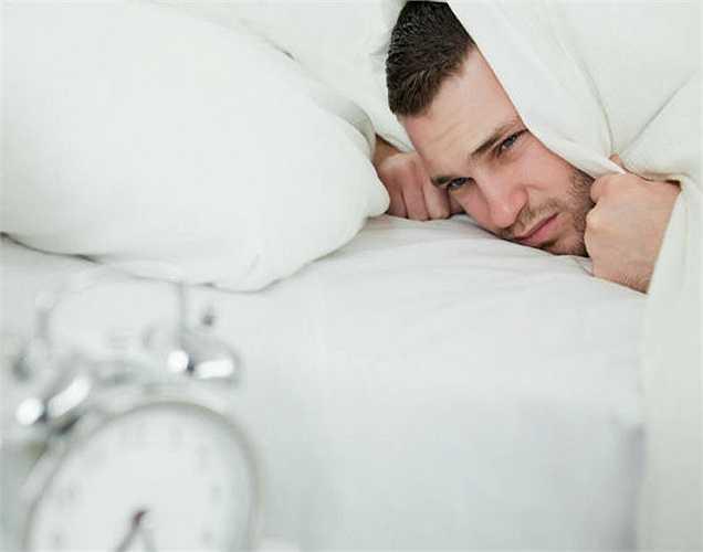 Mất ngủ: Chất độc có thể làm phiền giấc ngủ của bạn. Nếu mức độ căng thẳng không giảm khi ngủ thì bạn cũng không thể ngủ được. Vì, các chất độc có xu hướng làm căng thẳng hơn.