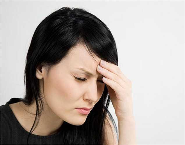 Nhức đầu: Độc tố quá nhiều trong cơ thể có thể dẫn đến đau đầu không lý do. Trong thực tế, một số loại chất bảo quản thực phẩm cũng có thể gây đau đầu tương tự do các thành phần độc hại trong đó.