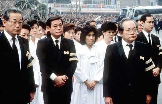 Thế hệ thứ 2 của Tập đoàn Samsung trong đám tang của ông Lee Byung-chun. (Từ trái sang