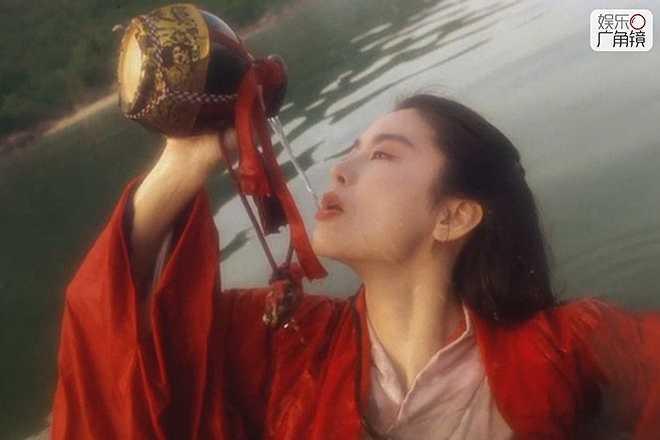 Lâm Thanh Hà: Trong lịch sử điện ảnh, người đẹp họ Lâm được đánh giá là 'ngôi sao sáng giữa vì các vì sao'. Những năm 1970 đến thập niên 1990, nữ diễn viên tỏa sáng, chiếm vị trí độc tôn. Thậm chí, qua nhiều thế hệ diễn viên, nhưng nhắc đến hình ảnh Đông Phương Bất Bại, khán giả vẫn chỉ nhớ đến Lâm Thanh Hà trong bộ phim đóng cùng Lý Liên Kiệt.