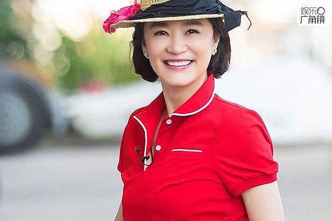 Năm 1994, khi đang ở đỉnh cao sự nghiệp, Lâm Thanh Hà kết hôn với doanh nhân giàu có Hong Kong. Cũng từ đó, người đẹp dần rút khỏi showbiz. 21 năm sau, Lâm Thanh Hà bất ngờ tái ngộ trong show Thần tượng trở lại. Ở tuổi lục tuần, nữ diễn viên nổi tiếng năm xưa bày tỏ hạnh phúc viên mãn với người chồng giàu có. Nói về vai diễn khó khăn nhất, bà chỉ cười: 'Đó là vai diễn bản thân mình. Thời gian trôi qua, nhan sắc không còn đẹp nữa nhưng tôi vui vẻ với điều đó, cũng hy vọng mọi người chấp nhận tôi'