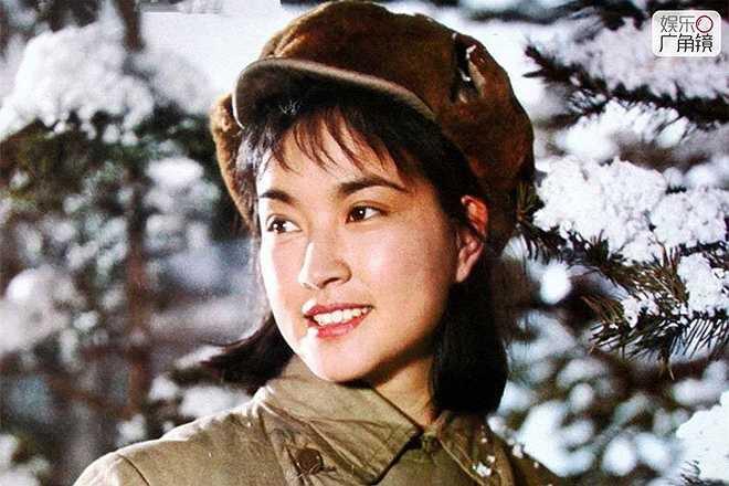 Lưu Hiểu Khánh: Năm 1995, Lưu Hiểu Khánh gây ấn tượng với người hâm mộ trên khắp châu Á với vai diễn Võ Tắc Thiên. Bà vào vai nhân vật Võ Tắc Thiên từ khi mới chỉ là một cô bé 16 tuổi tới khi về già. Sự trẻ trung của nữ diễn viên họ Lưu, lúc đó đã hơn 40 tuổi khiến nhiều người trầm trồ ngưỡng mộ. Báo chí gọi bà là 'quốc bảo Trung Hoa'