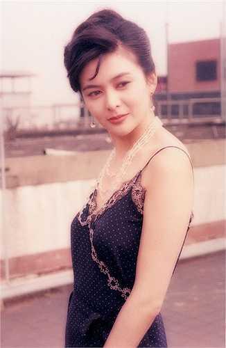 Quan Chi Lâm: Thập niên 1980, Quan Chi Lâm gây tiếng vang nhờ Hoàng Phi Hồng, Tiếu ngạo giang hồ… Cô từng được bầu chọn là một trong 50 phụ nữ đẹp nhất thế giới.