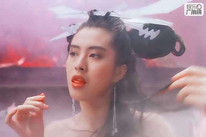 Vương Tổ Hiền: Sinh năm 1967, Vương Tổ Hiền là nhan sắc nức tiếng Hong Kong thập niên 1980-1990. Khởi nghiệp từ năm 17 tuổi và vang danh đình đám khắp châu Á, cô là biểu tượng của vẻ đẹp hoàn hảo, tinh khôi.