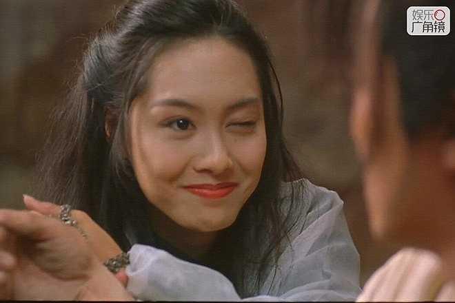 Chu Ân: Năm 1994, cô tỏa sáng nhờ vai chính Hoàng Dung trong Anh hùng xạ điêu. Năm 1995, Chu Ân tiếp tục ghi điểm nhờ Đại thoại Tây du, đồng thời công khai tình cảm với 'vua hài' Châu Tinh Trì. Sự nghiệp, tình yêu đã đến cùng lúc khiến cô từng ngộp thở. Nhưng chỉ 3 năm sau, cả 'nghiệp và tình' của cô trục trặc. Người đẹp chia tay Châu Tinh Trì.