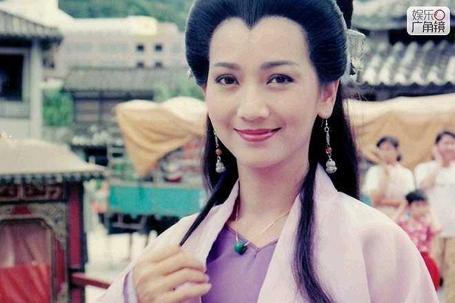 Triệu Nhã Chi: Thập niên 1980, bà là 'giai nhân đẹp nhất Đông Á'. Triệu Nhã Chi là Ảnh hậu của màn ảnh xứ Cảng thơm một thời gian dài. (Ảnh Triệu Nhã Chi trong vai Bạch Tố Trinh).
