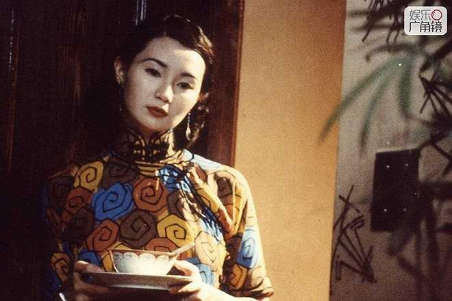 Trương Mạn Ngọc: Năm 1983, Trương Mạn Ngọc nhanh chóng lọt vào mắt xanh của các nhà làm phim sau khi dự thi Hoa hậu Hong Kong. Hình tượng Lý Linh Ngọc kinh điển đến bây giờ vẫn thuộc về Trương Mạn Ngọc.