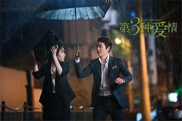 Ngôi sao Trái tim  mùa thu tiết lộ, anh hoàn toàn bất ngờ với cảnh nóng cùng Lưu Diệc Phi trên phim. Song Seung Hun cũng thừa nhận, diễn xuất của Lưu Diệc Phi khiến anh khâm phục vì người đẹp nhập vai khá nhanh.