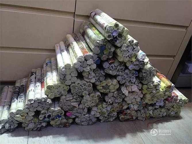 Một người đàn ông 30 tuổi ở An Huy (Trung Quốc) đã mang 12.000 nhân dân tệ tiền xu tới mua một chiếc nhẫn kim cương để cầu hôn bạn gái lâu năm