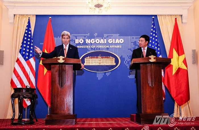 Cuộc họp báo kết thúc sau khi 2 Bộ trưởng trả lời một số câu hỏi của các phóng viên báo chí (Tùng Đinh/Thực hiện)