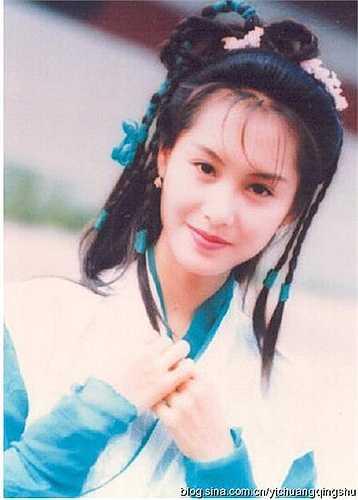 'Đây là Chu Ân mà tôi biết cách đây 20 năm ư, liệu có phải chuyện cổ tích không, nữ thần xinh đẹp?', 'Ôi, mỹ nhân của lòng tôi, đã 20 năm rồi mà cô ấy chẳng thay đổi chút nào', 'Vẻ đẹp ngọt ngào tựa nữ thần là đây mà', 'Đây mới đích thực là nữ thần màn ảnh Hong Kong, Chu Ân xinh đẹp của tôi'… là những bình luận đầy ngạc nhiên của người hâm mộ.