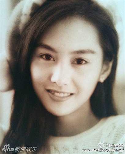 Loạt ảnh xưa và nay cho thấy vẻ đẹp không mấy thay đổi của Chu Ân sau 20 năm:
