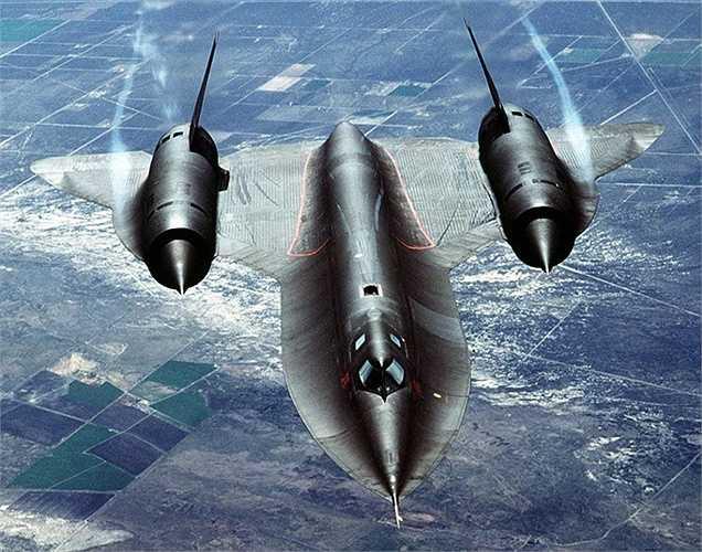 'Con chim đen' Blackbird của không quân Mỹ là loại máy bay trinh sát tầm cao được phát triển bởi chi nhánh Skunk Works của Lockheed Martin. Nó có thể vận hành ở tốc độ nhanh gấp 3 lần vận tốc âm thanh (Mach 3)