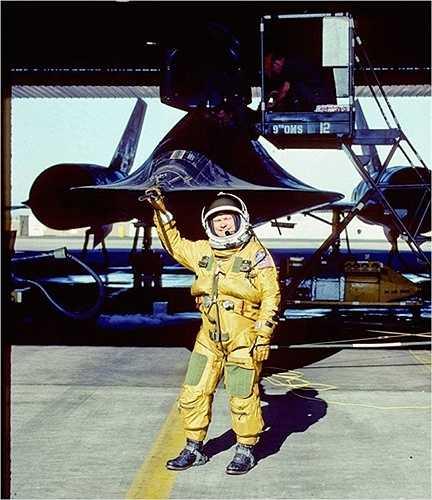 Hình ảnh các phi công phải mặc quần áo như phi hành gia. Độ cao lớn nhất mà 'chim đen' có thể đạt được là 27.000m