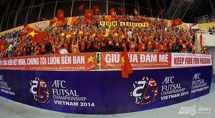 Với nòng cốt là các cầu thủ Thái Sơn Nam cùng sự cổ vũ nhiệt tình của khán giả nhà... (Ảnh: Quang Minh)