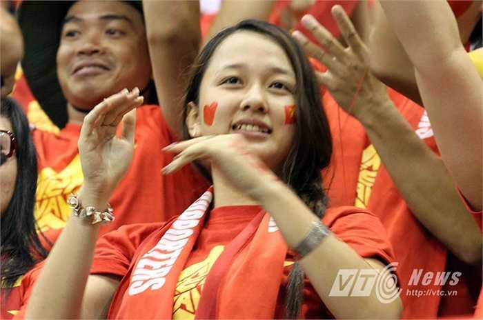 Một fan nữ xinh đẹp. (Ảnh: Quang Minh)