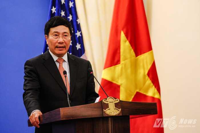 Phó Thủ tướng, Bộ trưởng Ngoại giao Phạm Bình Minh trong cuộc họp báo sau hội đàm với Ngoại trưởng Mỹ John Kerry - Ảnh: Tùng Đinh
