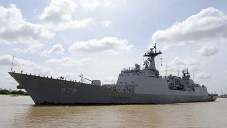Sáng 6/8, tàu khu trục Wang Geon của hải quân Hàn Quốc, do Đại tá Kang Hee Won làm thuyền trưởng cùng 37 sĩ quan và 263 thủy thủ đã cập cảng TPHCM, bắt đầu chuyến thăm 4 ngày tại đây.